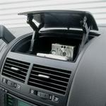 Z vrha: velik predal, dobro nastavljive reže za zrak, čitljiv barvni zaslon za nadzor  pomožnih naprav.