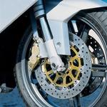 Showine vilice USD f43 mm in par Brembovih kolutov f 300 mm so zelo zanesljiv komplet.