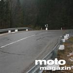 Če motorist-padalec sreča stebriček pri visoki hitrosti, deluje kot rezilo... (foto: Matevž Hribar)