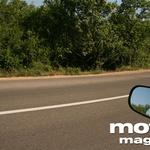 Na cesti velja biti previden - podlaga se menja, ponekod so posute s peskom... (foto: Matevž Hribar)