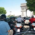 Promet v francoski prestolnici je za naše razmere, milo rečeno, naporen. Vozni pasovi so zarisani bolj za okras. (foto: Milagro, Matevž Hribar)