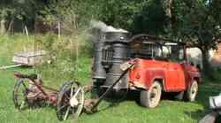 Iznajdljiv Kočevar naredil avtomobil na drva