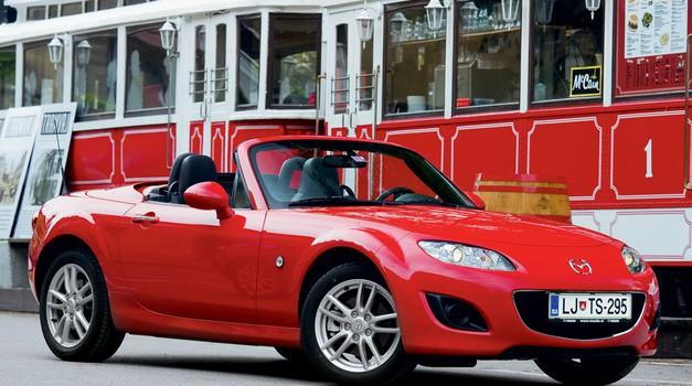 Kratek test: Mazda MX-5 1.8i Roadster Coupe Challenge (foto: Saša Kapetanovič)