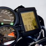 Klasična preglednost in dobra uporabnost.  Indikator količine goriva rad pretirava. (foto: Aleš Pavletič)