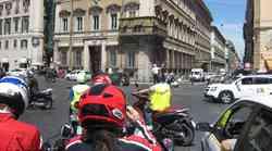 Z Vespo v Rimu (video)