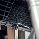 Guma se s hladilnikom tekočine sreča le pri čelnem trčenju. (foto: Matevž Hribar, Grega Gulin)