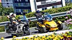 Primerjalni test: Honda Goldwing in CAN-AM Spyder ST-S Roadster