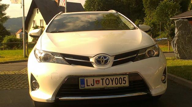 Toyota hibrid - Kljub priganjanju, povprečje manj kot 5 l/100 km (foto: Bruno Jelenčič)