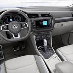 Volkswagen Tiguan GTE - priključno hibridni križanec s sončnim dodatkom (foto: Volkswagen)