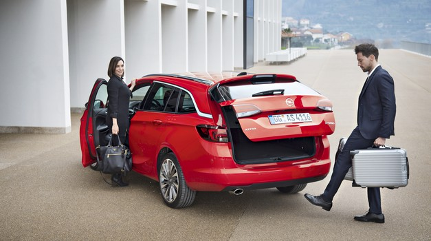 Novo v Sloveniji: Opel Astra Sports Tourer (foto: GM)