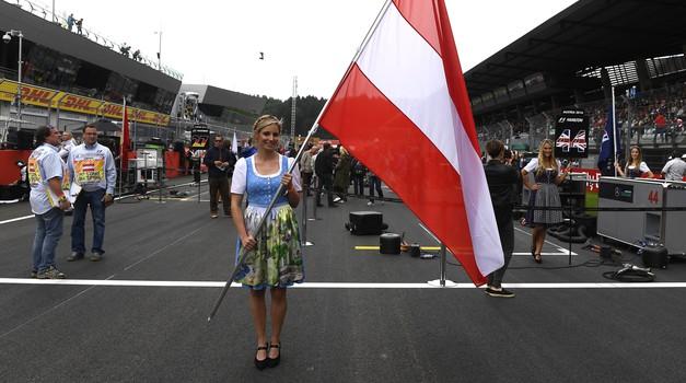 Formula 1: Avstrija 2016: Žvižgi za napačnega dirkača (foto: Pirelli)