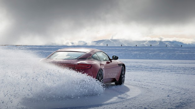 Aston Martin DB11 drifta na snegu (foto: Aston Martin)