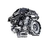 Uporaba integriranega starterja-generatorja je omogočila kompaktno zgradbo motorja. (foto: Daimler)