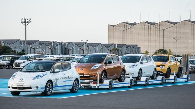 Takole v japonski tovarni električni Leaf samostojno prevaža prikolice (video)