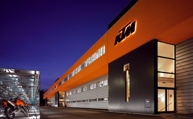 Bi službo v Avstriji? KTM išče šefa trženja. Zahtevajo tudi izpit za motor!