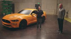 Dwayne Johnson v ganljivem presenečenju vojni veteranki podaril novega Forda Mustanga