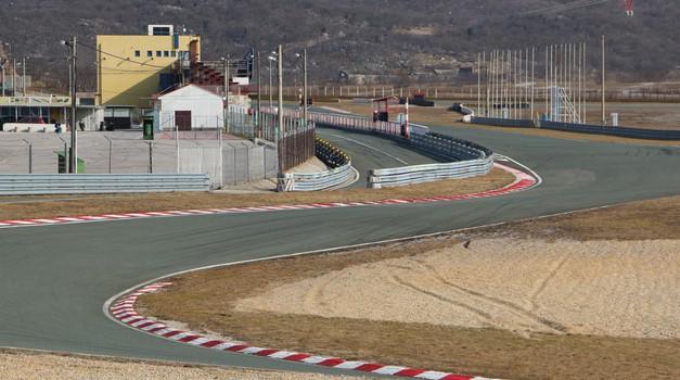 Danes so dirkališče Grobnik vendarle začeli prenavljati. Predvidoma bo zaprto do 13. avgusta.