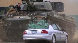 Voziti super avtomobile je zabavno, voziti tank pa je neprecenljivo