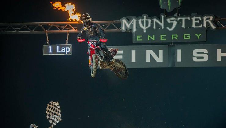 Gajser začel sezono serije MXGP z novim vrhunskim rezultatom
