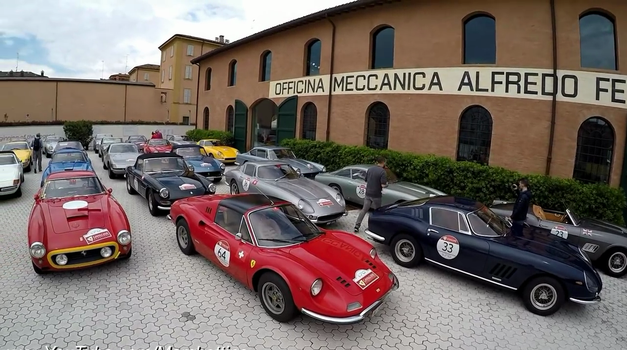 Ko se za 300 milijonov dolarjev Ferrarijev zbere na enem mestu (video)