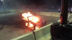 Kurjenje pnevmatik se je za ubogo Miato končalo v plamenih