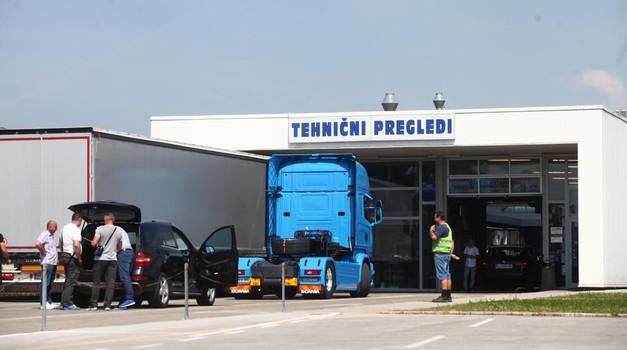 Spremembe v prometni zakonodaji: dražji izpiti, snemanje tehničnih pregledov, kazni za vrtenje števcev ... (foto: Saša Kapetanović)