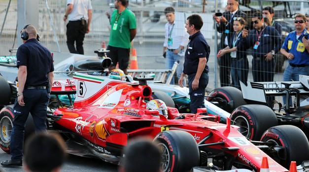 Trčenje v Bakuju je rivalstvo med Hamiltonom in Vettelom poneslo na novo raven (video) (foto: Profimedia)