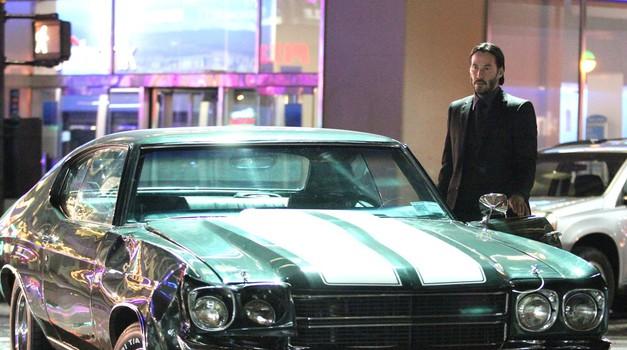 Keanu Reeves je v filmu John Wick 2 dokazal, da je najboljši voznik v šov biznisu (foto: Profimedia)