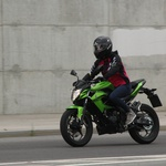 Test: Kawasaki Z250, kot ga je doživela Tina ali cestni bojevnik v ženskih krempljih