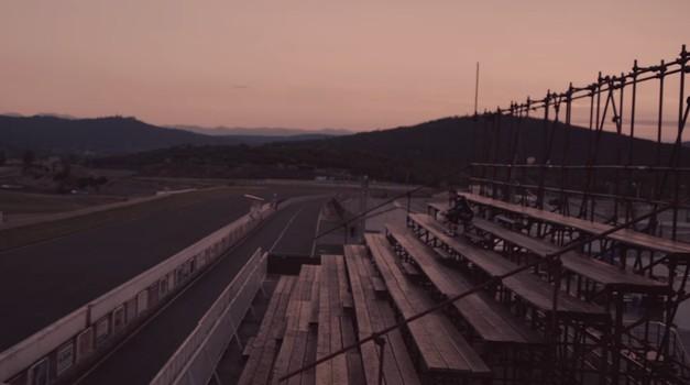 Romantični triler: sedem superbajkov z Akrapoviči na dirkališču Grobnik (foto: Akrapovič Youtube)