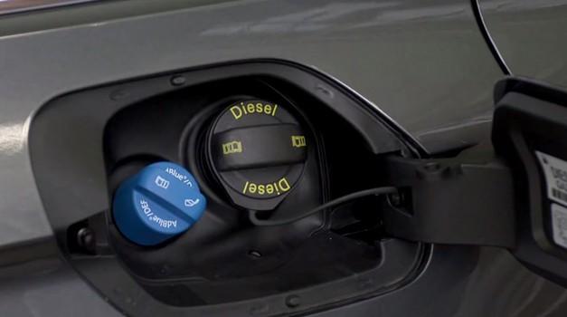AdBlue – z vodo zmešana sečna kislina, ki pripomore k čistejšim izpuhom (foto: Volkswagen)