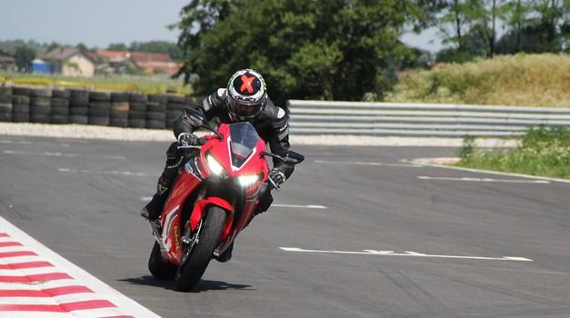 Po poškodbi na superšportni motor – osebna izkušnja s Hondo CBR 1000 RR (foto: Peter Kavčič)