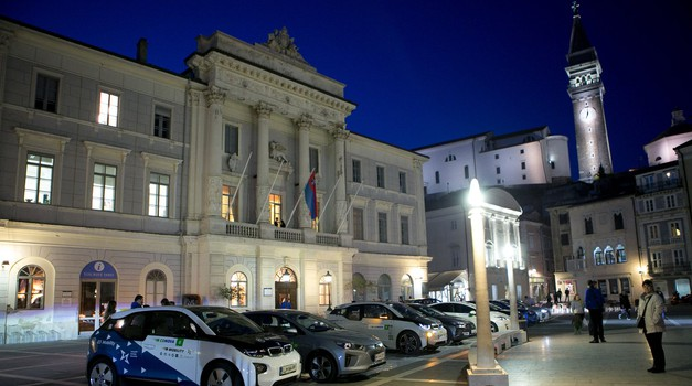 Po letu 2030 v Sloveniji konec prodaje avtomobilov s klasičnimi motorji? (foto: Arhiv AM)