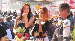 Foto galerija: motoristi, Playboyeva zajčica, Rossijev dvojnik in predsednik zasedli industrijsko cono v Trzinu