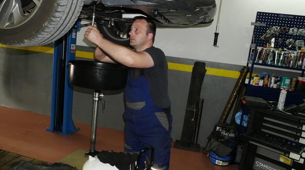 Kaj storiti, če se vam avtomobil pokvari v Bohinju? (foto: Matija Janežič)