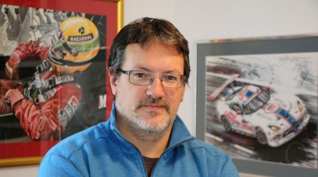 Marijan Pečar, avto-moto slikar iz Ljubljane: »Najlepši so Ferrariji iz šestdesetih in sedemdesetih.« (foto: Matevž Hribar)