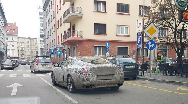 Opaženo v centru Ljubljane: zamaskiran BMW, verjetno Serija 8 (foto: Štefan Kušar)