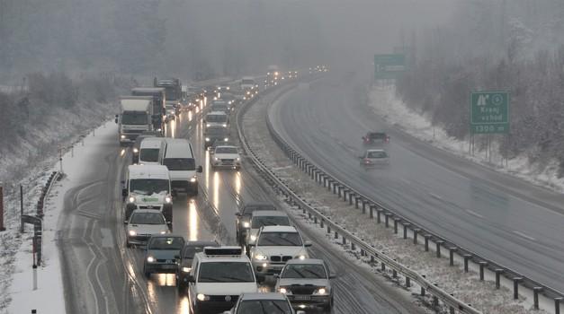 Prihaja sneg! Pripravite se na zimsko veselje na cestah (foto: Matevž Hribar)