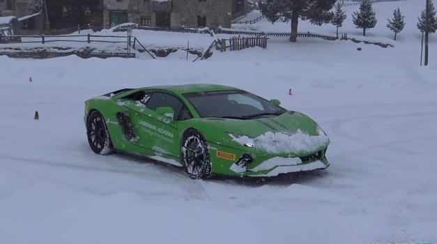 Driftanje z Lamborghiniji po snegu je zagotovo najboljša zimska zabava (foto: NM2255 Car HD Videos)