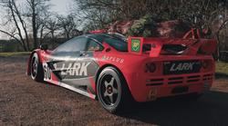 Božično drevesce lahko brez težav do doma pripeljete tudi z McLarnom F1 GTR