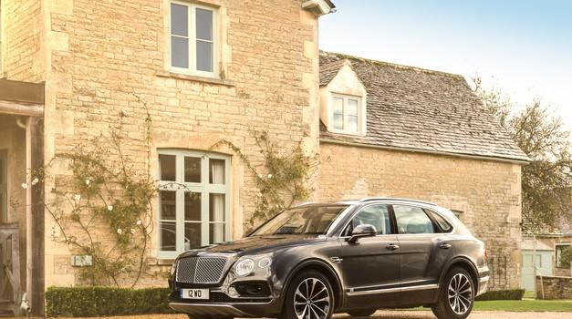 Brez hibridnega križanca pač ne gre: Bentley Bentayga prihaja marca (foto: Bentley)