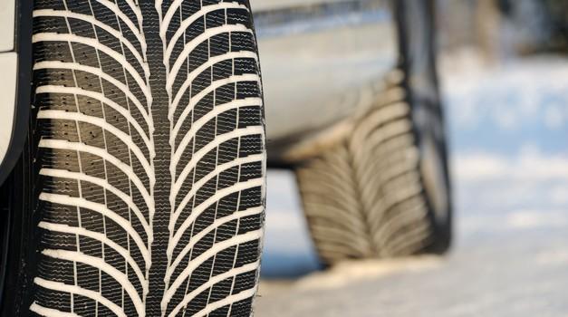 Z menjavo zimskih pnevmatik na letne je smiselno počakati (foto: Arhiv AM)