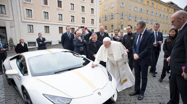Papežev Lamborghini gre na dražbo (foto: Lamborghini)