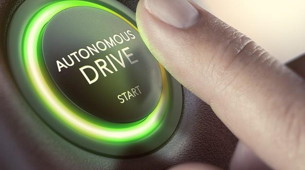 Violeta Bulc: Avtonomnih avtomobilov brez volana ne bo pred letom 2045 (foto: Arhiv AM)
