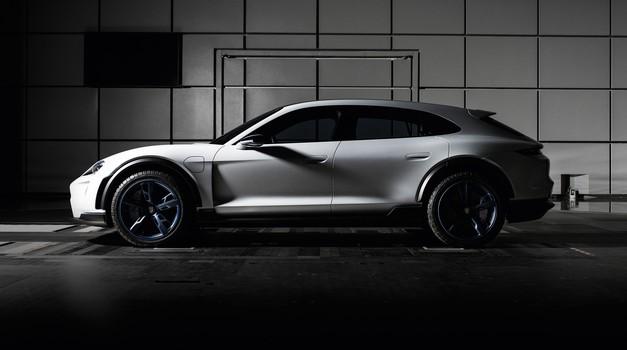 Video: Porschejeva električna prihodnost je le korak naprej v razvoju (foto: Porsche)