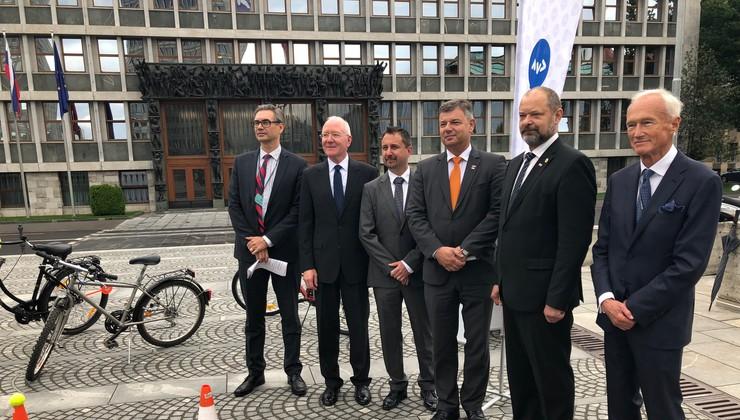 AVP v skrbi za večjo varnost organiziral okroglo mizo na temo kolesarjenja v Sloveniji