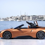 BMW i8 Roadster je zgoraj brezzz (foto: BMW)