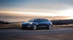 Tesla beleži porast umika naročil za Model 3
