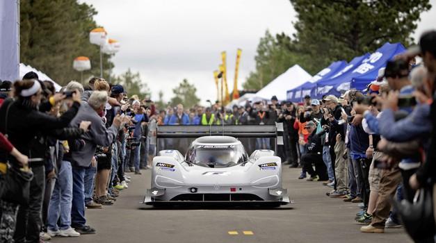 Volkswagen I.D. R je osvojil nov hitrostni rekord, tokrat na Festivalu hitrosti v Goodwoodu (foto: VW)