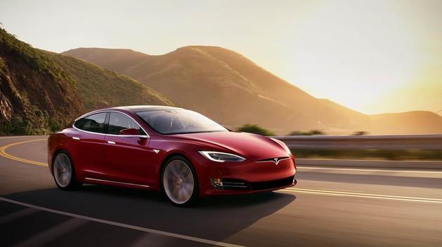 Elon Musk bi rad privatiziral Tesla Motors (foto: Tesla)